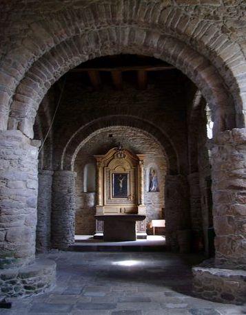 Guingamp, vue générale de l′espace intérieur de la chapelle Saint-Léonard (2008)
